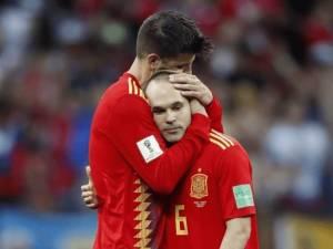 """A lihet Iniesta në stol?"", ylli i Barcelonës sulmon Hierron"
