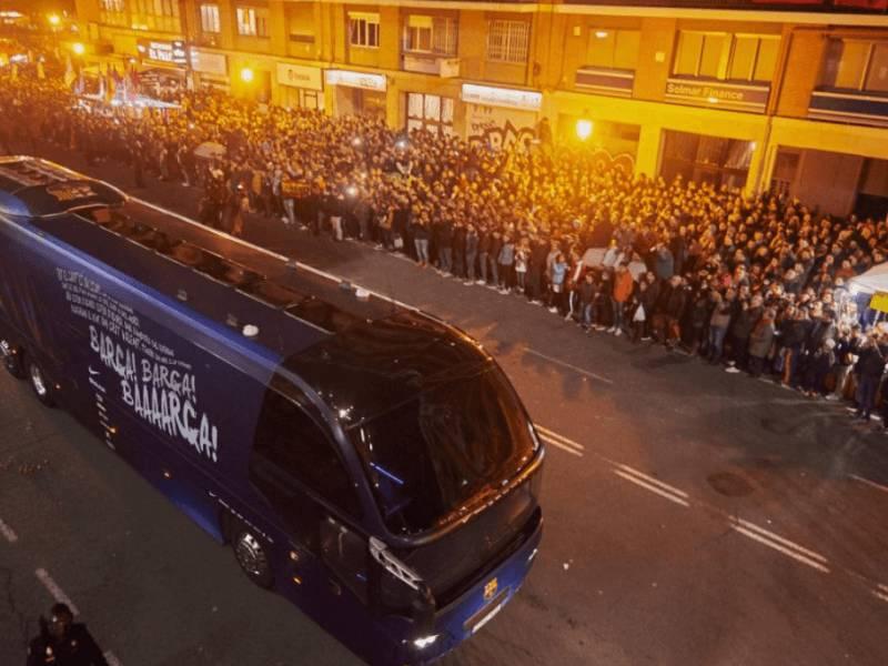 FOTO/ Tifozët e Valencia-s sulmojnë autobusin e Barcelonës