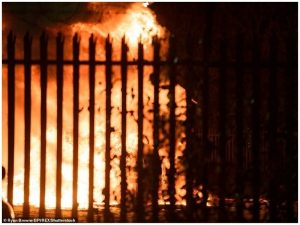 Helikopteri i pronarit të Leicester shpërthen në flakë (FOTO dhe VIDEO)