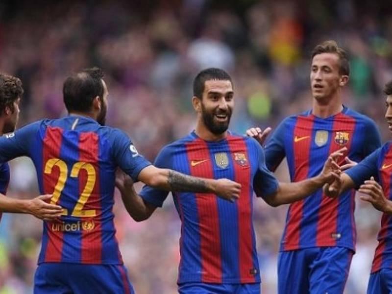 Ish-lojtari i Barcelonas i thyen hundën këngëtarit të famshëm