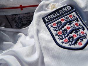 Ish-trajneri i i Anglisë shtrohet me urgjencë në spital