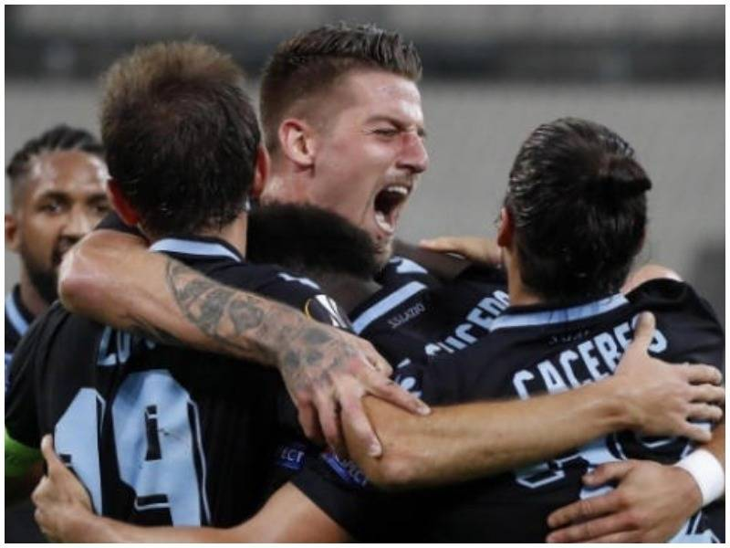 Lazio shuan flakët në Marsejë, spanjollet të papërmbajtshme (VIDEO)