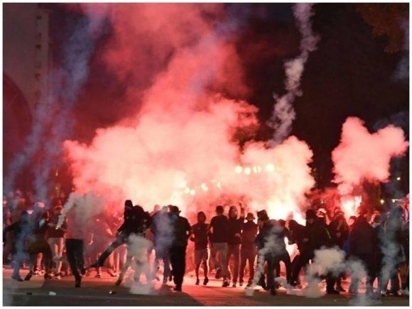 Marseja në flakë, goditet autobusi i Lazios / FOTO