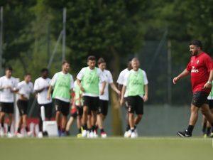 PSG 'sulmon' Milanin, interesohet për mbrojtësin e krahut