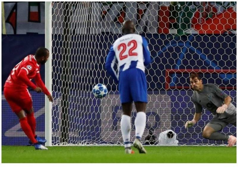 """Porto """"pushton"""" Moskën, Schalke ngec në Stamboll (VIDEO)"""