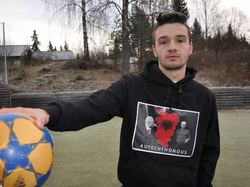 Qaka zbulon Rumaninë: Nga qentë e rrugës te… Dinamo