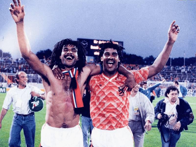 Si e revolucionarizuan emigrantët nga Surinami futbollin holandez
