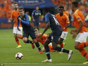 VIDEO/ Franca tregon muskujt, mposht Holandën
