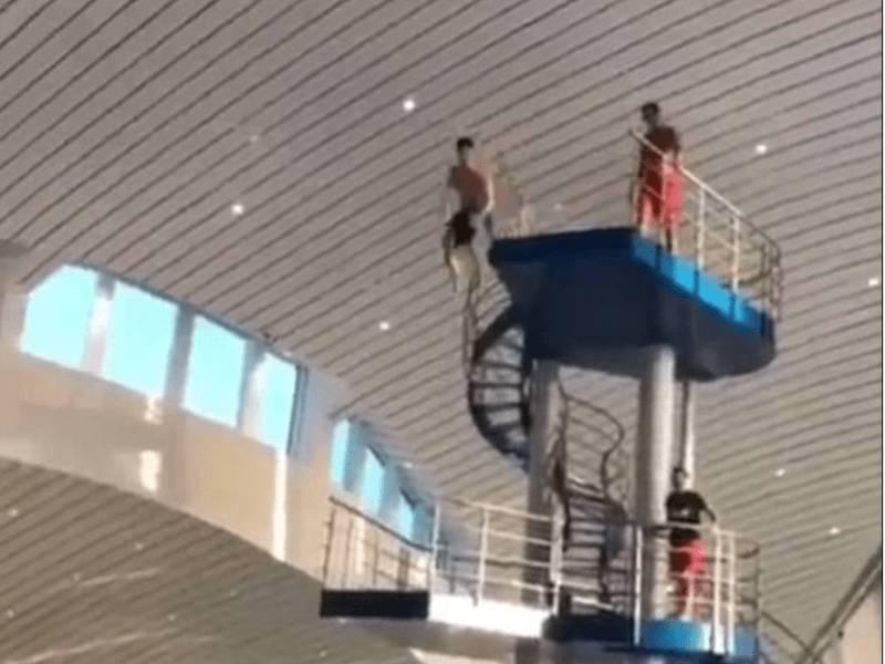 """VIDEO/ Lojtarët e United """" testohen"""" nga trampolina"""