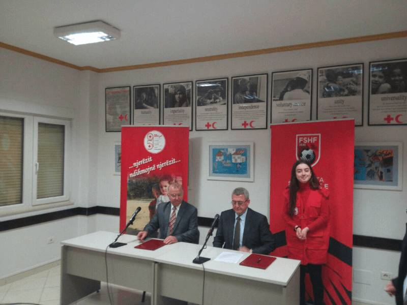 Zyrtarizimi, Kryqi i Kuq në Superiore dhe te kombëtaret