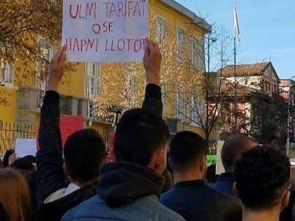 Nga Juventus tek Tirana, pankartat 'epike' të studentëve