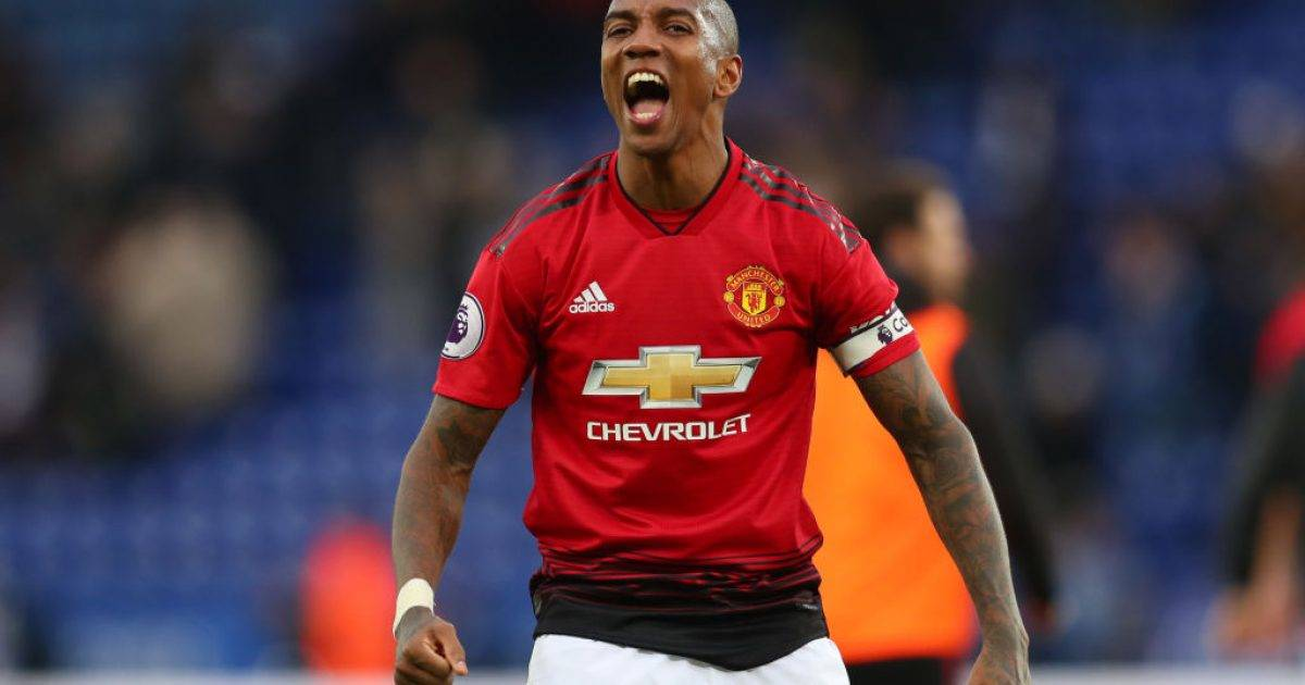 Ashley Young: Te Solskjaeri e shoh Fergusonin