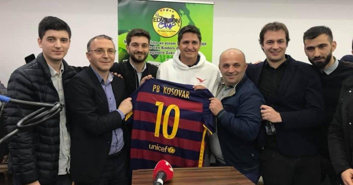 Edmilson takohet me tifozët e Barcelonës në Kosovë, merr edhe një dhuratë