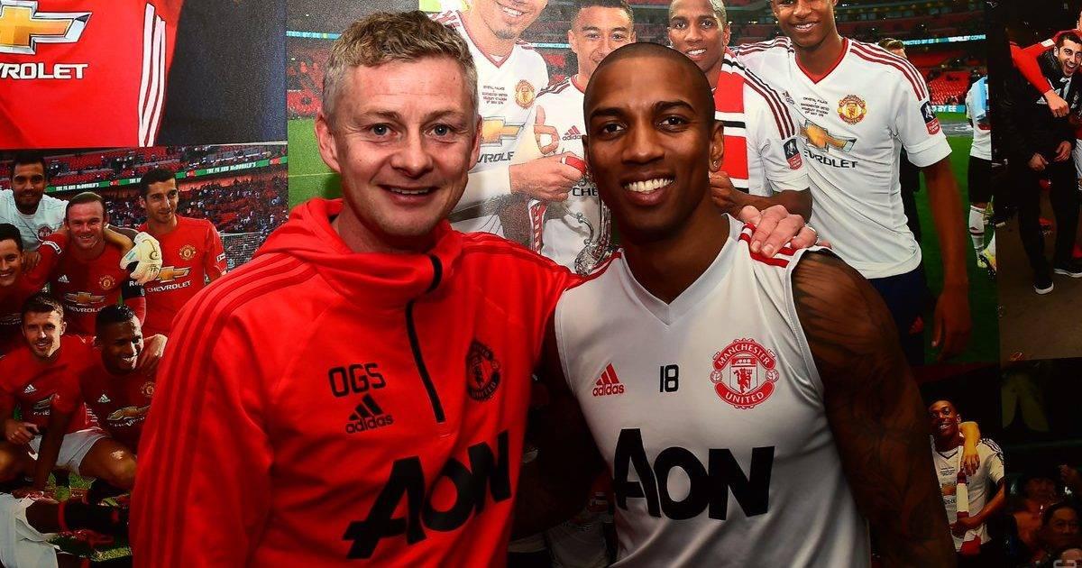 Zyrtare: Young vazhdon kontratën për një vit te Unitedi