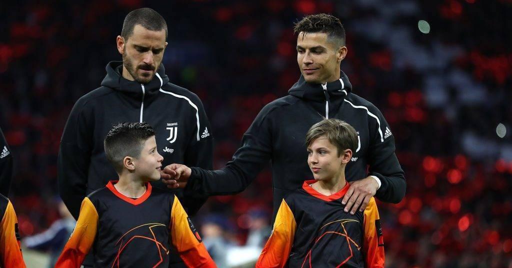 Fjalët e djaloshit dhe babait të tij pas takimit emocional me Ronaldon para ndeshjes me Ajaxin