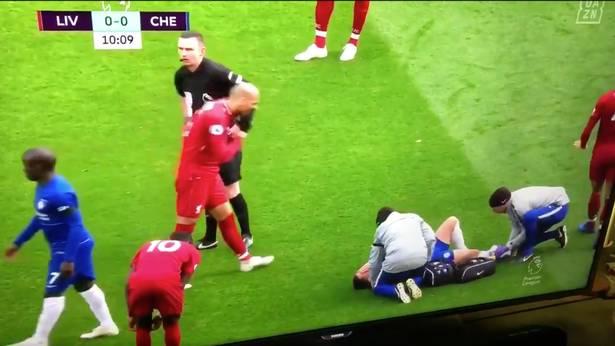 Tifozët e Chesleat të nervozuar pse gjyqtari nuk e ndëshkoi Fabinhon pas gjestit të shëmtuar në Hazardin