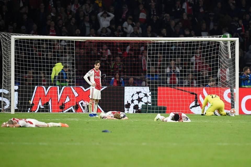 Ajaxi me video emocionuese pas eliminimit: Kokë lartë, gjoksin para