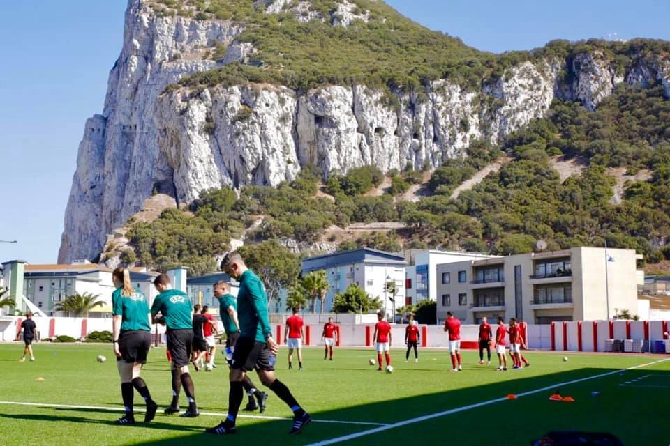 Futbollistët e Lincolnit dalin në fushë për nxehje, pritet vendimi nga UEFA