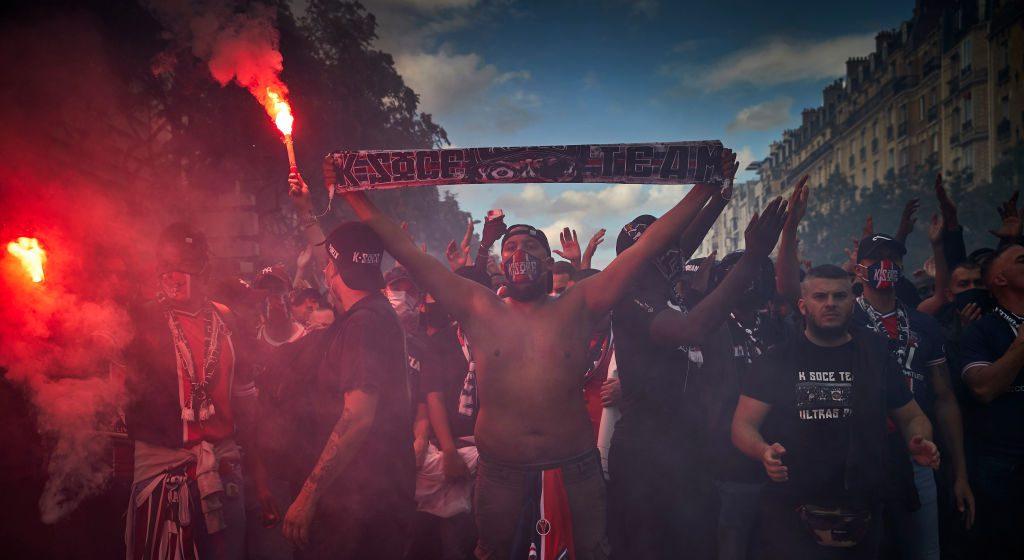 Tifozët e PSG-së shkatërruan vetura, ndezën zjarre dhe u përleshën me policinë pas humbjes nga Bayerni