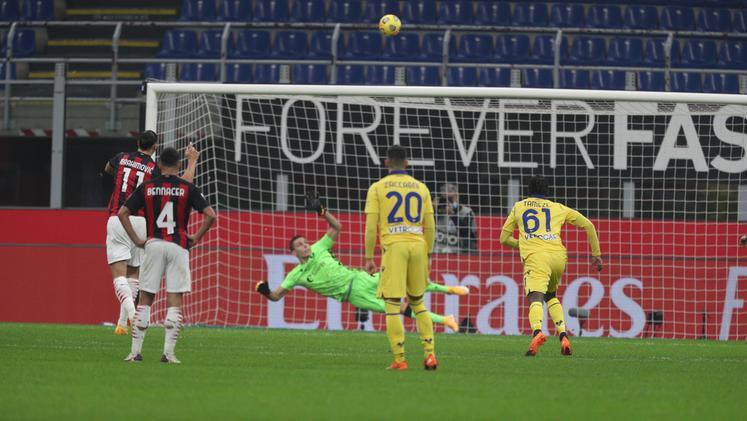 PIKANTE| Penalltia e mallkuar që e nervozon akoma, Ibrahimoviç u provokua nga portieri Veronës: Herën e fundit që godite…